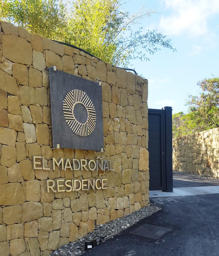 El Madroñal Residence - Letras y Logo en Aluminio