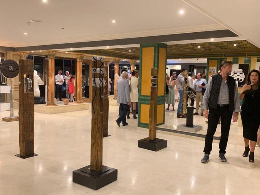 Nueva tienda Estepona, escultor David Marshall